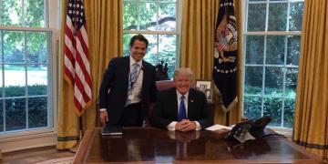 Junto al presidente Trump en la Oficina Oval. Foto: Tomada de Fb de Anthony Scaramucci