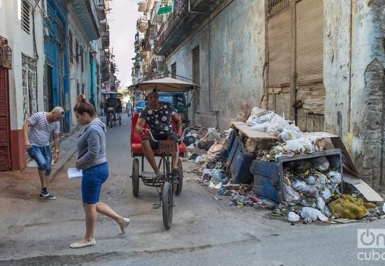 Basura en las calles de La Habana. Foto: Otmaro Rodríguez.