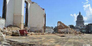 Techo del edificio en pésimas condiciones constructivas donde ocurrió el derrumbe de la calle Galiano. Foto: Otmaro Rodríguez.