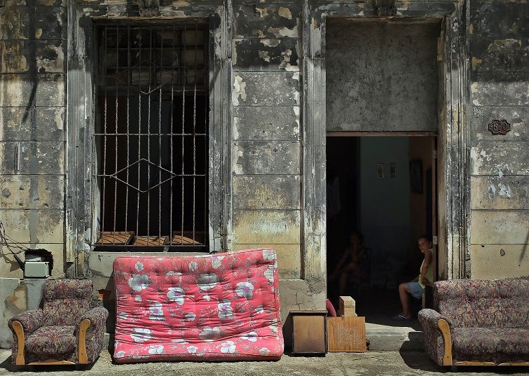 Furniture drying out in the sun after the passage of Hurricane Irma, today, September 13, in Havana. Photo: Alejandro Ernesto / EFE.
