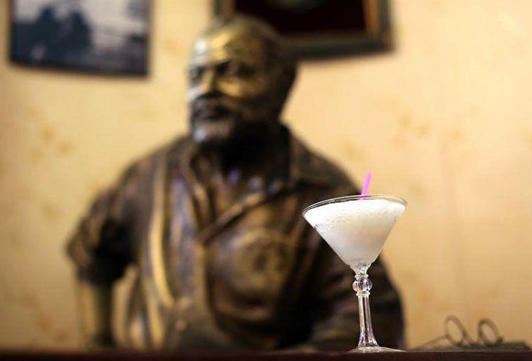 El Daiquirí es un clásico de la coctelería cubana y universal, preferido por Ernest Hemingway. Foto: Alejandro Ernesto / EFE / Archivo.