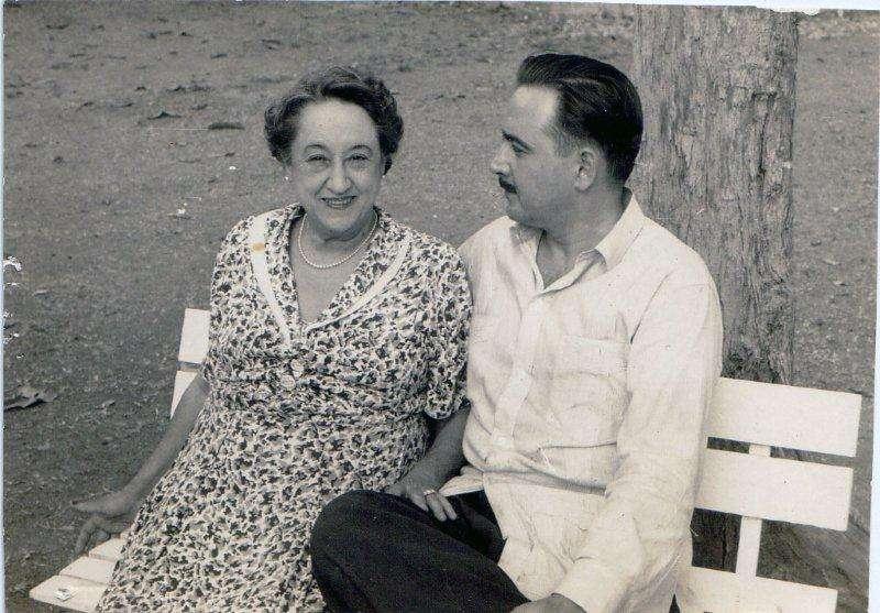 Eliseo Diego y su madre, Berta Fernández Cuervo y Giberga. Foto: Archivo familiar.