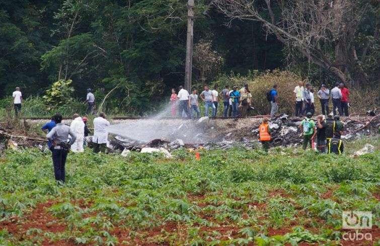 Avión estrellado cerca de la terminal 1 del Aeropuerto José Martí. Foto: Javier Arrizurieta.