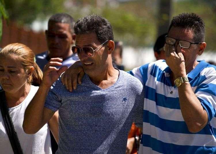 Familiares de los pasajeros fallecidos en el desastre de aviación llegan a la morgue en La Habana, sábado 19 de mayo de 2018. Foto: Ramon Espinosa / AP / Archivo.