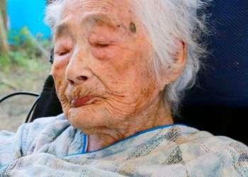 La imagen de septiembre de 2015 muestra a la japonesa Nabi Tajima, la mujer más longeva del mundo. Tajima murió a los 117 años en un hospital el sábado 21 de abril, en el poblado de Kikai, sur de Japón. Foto: Kikai Town / Kyodo News via AP.