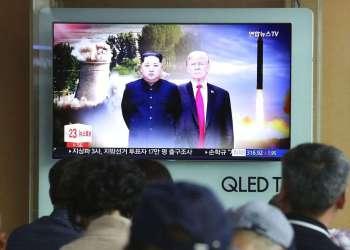 Noticiero norcoreano en un tv de la estación de tren de Seúl, Corea del Sur, el 11 de junio de 2018. Foto: Ahn Young-joon / AP.