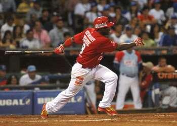 Yuniesky Betancourt jugará en la Liga Mexicana con los Leones de Yucatán. Foto: leones.mx.