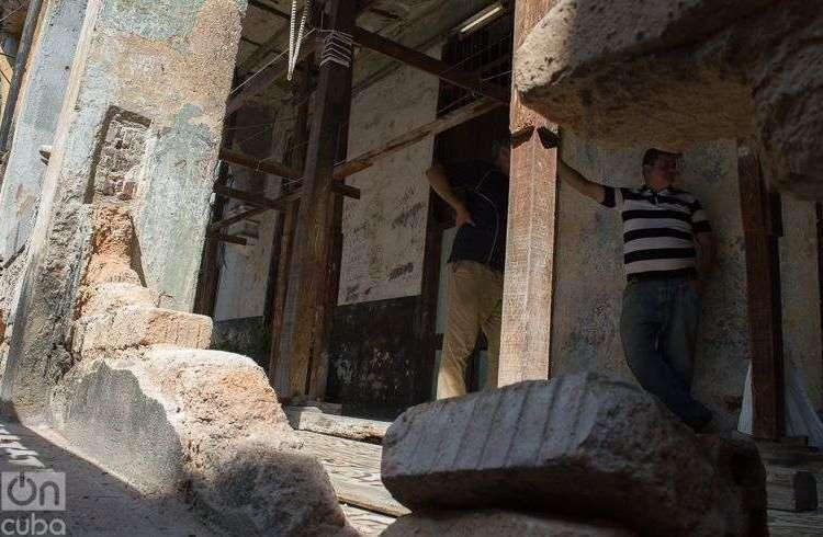 Apuntalamientos en Zulueta 505. Foto: Otmaro Rodríguez.