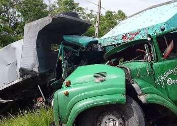 Camiones que impactaron en un accidente de tránsito en la provincia de Granma, en el oriente de Cuba. Foto: La Demajagua / Facebook.