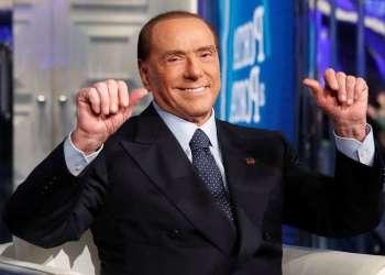 """El ex primer ministro italiano Silvio Berlusconi en el programa televisivo """"Porta a Porta"""" en Roma, Italia, el 11 de enero de 2018. Foto: Remo Casilli / Reuters."""