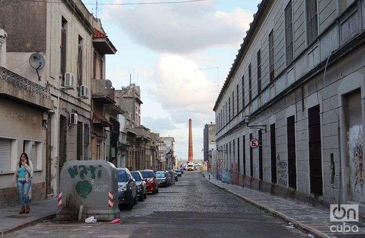 Calle de la ciudad vieja de Montevideo, Uruguay. Foto: G. J. Rojas.