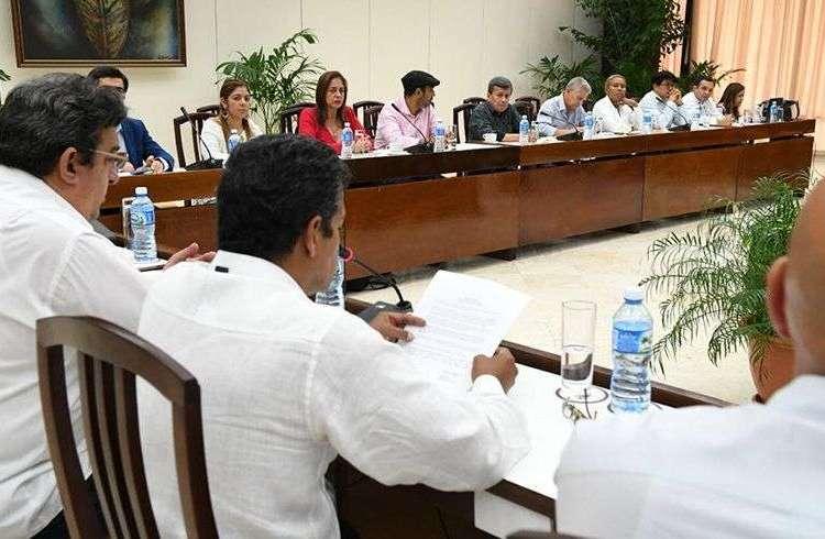 Cierre del quinto ciclo de los diálogos de paz entre el gobierno de Colombia y la guerrilla del ELN, en La Habana. Foto: @EquipoPazGob / Twitter.