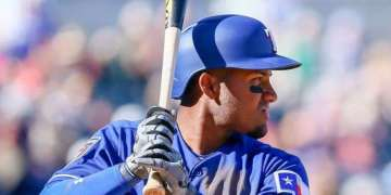 El cubano Andy Ibañez en los entrenamientos de primavera de las Grandes Ligas con los Rangers de Texas. Foto: Adam Bow / Icon Sportswire.