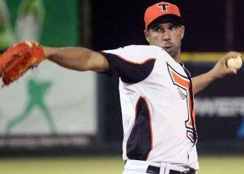 El zurdo cubano Raúl Valdés. Foto: lostorosdeleste.com.