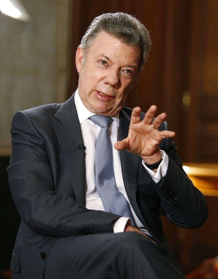 Juan Manuel Santos en una entrevista con la agencia AP en el palacio presidencial de Colombia, el 25 de junio del 2018. Foto: Fernando Vergara / AP.