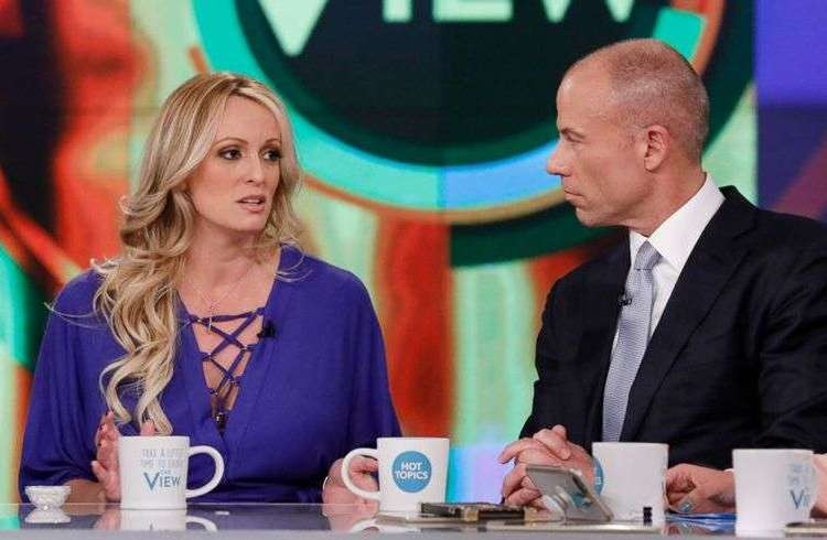 """Stormy Daniels junto a su abogado Michael Avenatti este martes en el programa de televisión """"The View"""". Foto: wtop.com."""