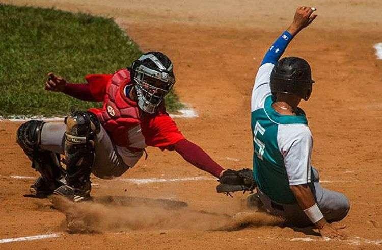 Escena de la final de la Serie Nacional sub 23 entre Isla de la Juventud y Las Tunas. Foto: Itsván Ojeda / Facebook.