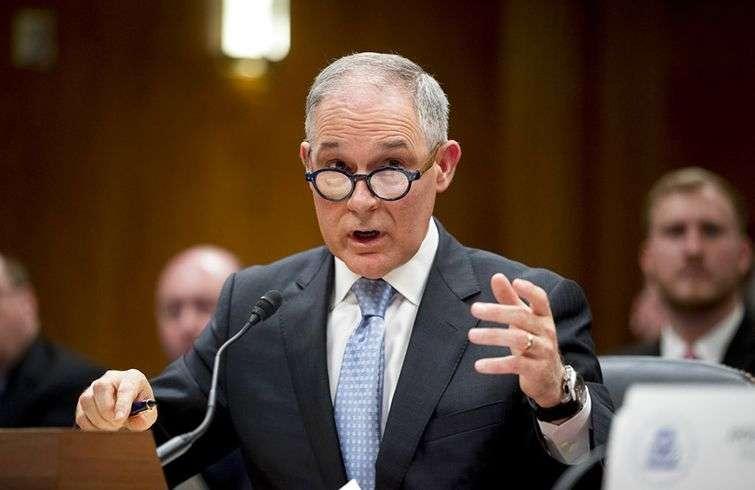 Scott Pruitt, ya exdirector de la Agencia de Protección Ambiental Scott Pruitt testificando ante un subcomité del Senado en Capitol Hill, en Washington, en mayo de 2018. Foto: Andrew Harnik / AP / Archivo.