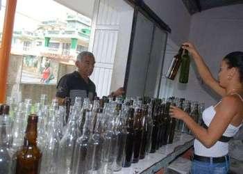 Reciclaje de vidrio en Cuba. Foto: radiomoron.cu
