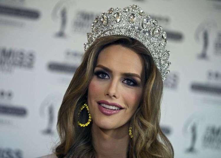 Angela Ponce, coronada Miss España el pasado 29 de junio, es la primera mujer transgénero que competirá en el Miss Universo. Foto: Paul White/AP.