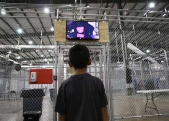 Niño migrante en albergues del gobierno de EE.UU. Foto: Getty Image.