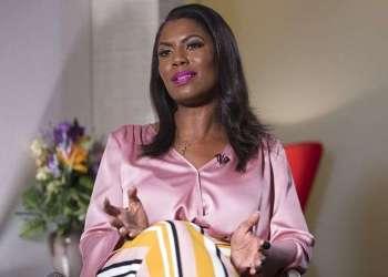 La ex asistente de la Casa Blanca, Omarosa Manigault Newman, habla durante una entrevista con The Associated Press, el martes 14 de agosto de 2018. Foto: Mary Altaffer / AP.