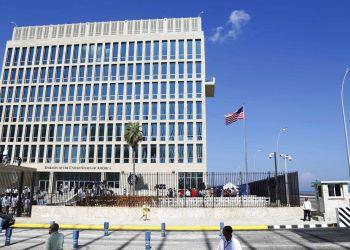 Embajada estadounidense en La Habana. Foto: Desmond Boylan / AP.