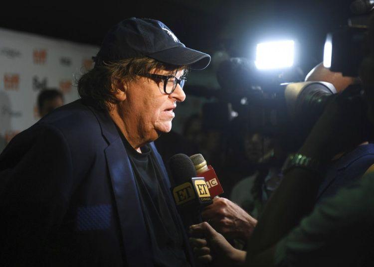 """Michael Moore habla con periodistas en el estreno de """"Fahrenheit 11/9"""" en el Festival Internacional de Cine de Toronto en el Cine Ryerson el jueves 6 de septiembre de 2018 en Toronto. Foto: Arthur Mola / Invision / AP."""