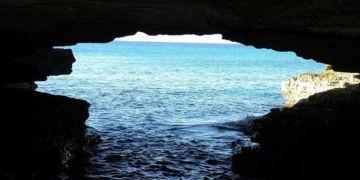 Entrada a la Cueva del Criadero, en la Isla de la Juventud, donde se descubrió un nuevo sitio de arte rupestre. Foto: Granma.