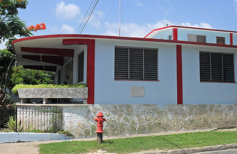 The place where CMKA was established in the Vista Alegre district. There is a commemorative plaque about the first regular radio broadcast in Santiago de Cuba on the side wall of the current building, the venue of a childcare center.