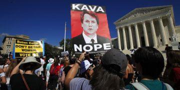 Manifestantes protestan contra el nominado a la Corte Suprema Brett Kavanaugh el jueves 4 de octubre de 2018, en Washington. Foto: Manuel Balce Ceneta/AP.