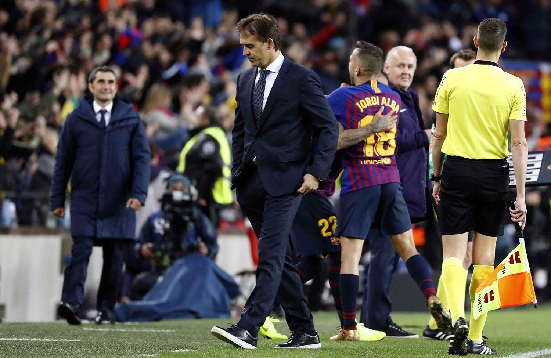 La derrota ante el Barcelona en el Clásico, fue la sacudida definitiva en el terremoto que sacó a Julen Lopetegui del Real Madrid. Foto: Toni Albir / EFE / EPA.