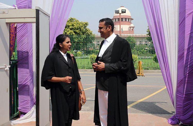 """La Corte Suprema de la India sentenció este jueves que """"la ofensa de tener sexo con mujeres sin el consentimiento del marido es arcaica"""". Foto: @PortalDiarioAR / Twitter."""