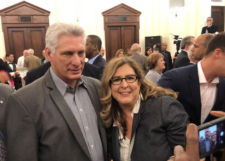 Miguel Díaz-Canel junto a la autora, la profesora cubana María Isabel Alfonso, durante un encuentro en Nueva York, el 28 de septiembre. Foto: Cortesía de la autora.