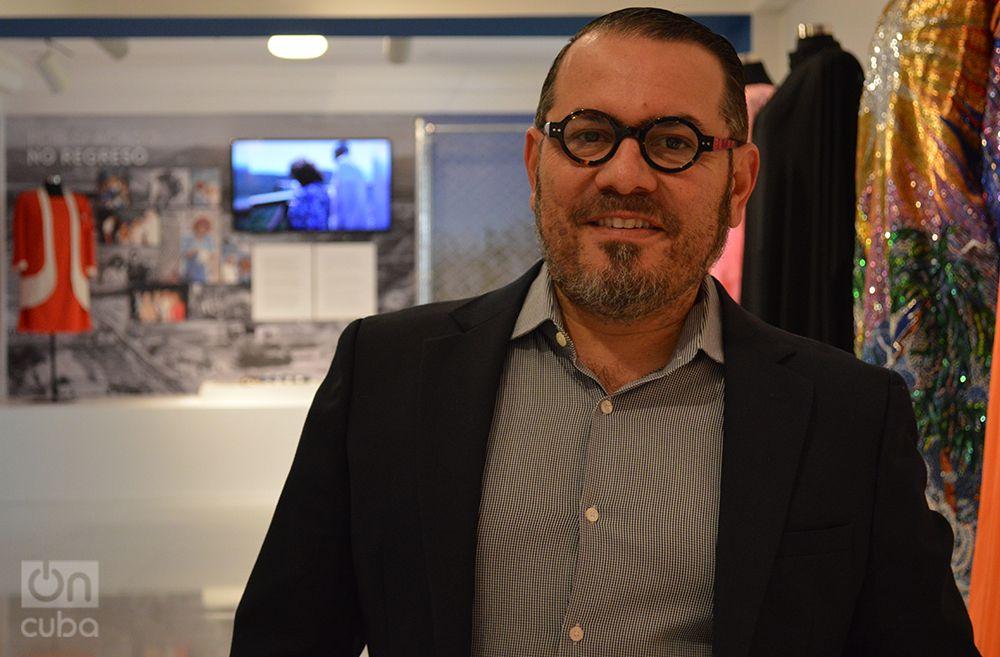 """El albacea de Celia Cruz y curador de la exposición """"Forever Celia"""", Omer Pardillo-Cid. Foto: Marita Pérez Díaz."""