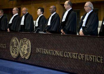Los jueces entran a la Corte Internacional de Justicia en La Haya, Holand,a miércoles 3 de octubre de 2018. El principal tribunal de Naciones Unidas ordenó a Estados Unidos que levante las sanciones a Irán que afectan a la importación de bienes y productos humanitarios y de servicios ligados a la seguridad de la aviación civil. Foto: Peter Dejong / AP.