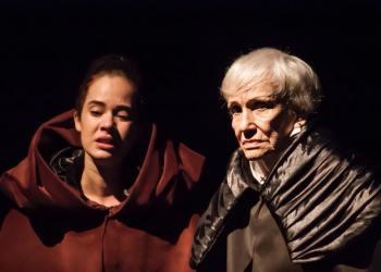 """La actrices Veronica Lynn y Andrea Doimeadiós en """"Ricardo III"""". Foto: Tomada del evento creado en Facebook."""
