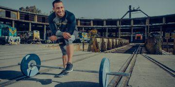 """En las pesas, """"eres tú contra el hierro, y ese nunca se afloja"""", dice Arley Méndez. Foto: Under Armour"""