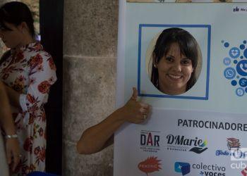 """En el evento """"Noviembre de emprendedores"""", representes del sector privado cubano """"dieron like"""" a las redes sociales como canales para publicitar sus negocios. Foto: Otmaro Rodríguez."""