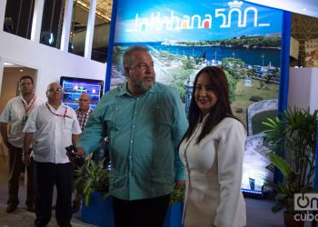 El ministro de Turismo de Cuba, Manuel Marrero (c-i), en la Feria Internacional de La Habana Fihav 2018. Foto: Otmaro Rodríguez.