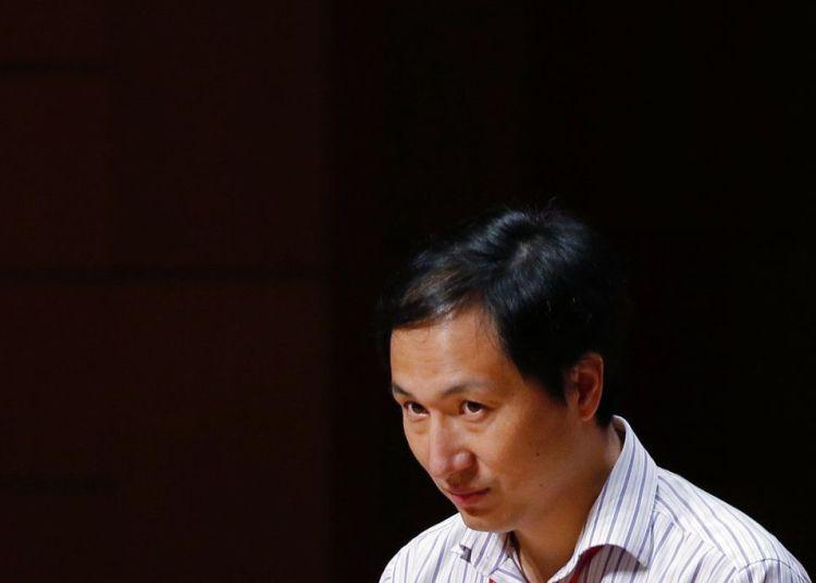 He Jiankui, un investigador chino, habla durante la Cumbre Internacional sobre la Edición del Genoma Humano en Hong Kong, el 28 de noviembre de 2018. Foto: Kin Cheung / AP.