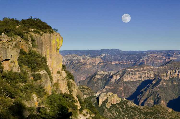 Barrancas del Cobre, localizado en la Sierra Tarahumara en el suroeste del estado mexicano de Chihuahua en México.