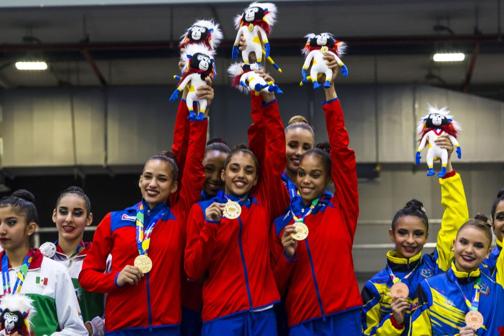 El conjunto cubano de gimnasia rítmica desató la locura de la comtiva antilla en Bartanquilla, con una sorpresiva corona. Foto: Roberto Morejon/Periodico JIT INDER