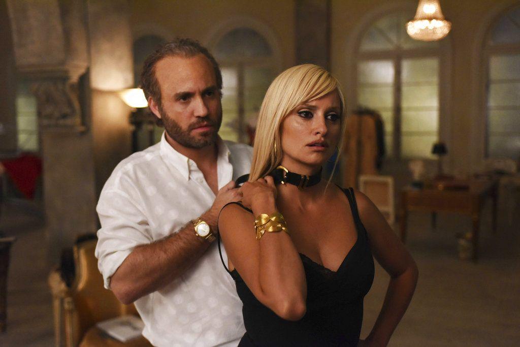"""Edgar Ramírez como Gianni Versace y Penélope Cruz como Donatella Versace en una escena de """"The Assassination of Gianni Versace: American Crime Story"""". (Ray Mickshaw/FX vía AP)"""