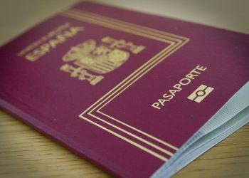 Pasaporte español. Foto: Okdiario.