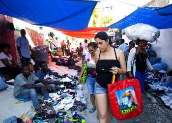 Mercado callejero en Puerto Príncipe, Haití, diciembre de 2018. Foto: Dieu Nalio Chery / AP.