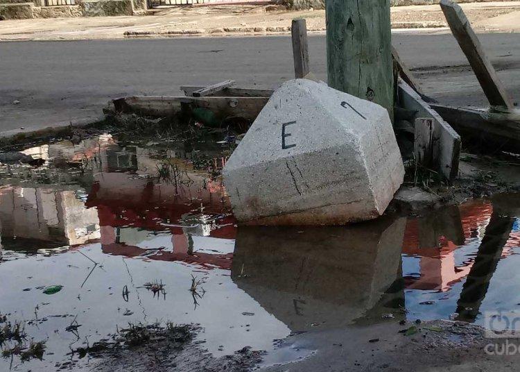 Inundaciones en el Vedado. Foto: Otmaro Rodríguez.