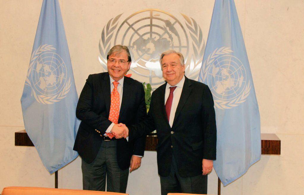 El canciller de Colombia, Carlos Holmes Trujillo, junto al secretario general de la ONU, António Guterres, en la sede de la organización en Nueva York, el 22 de enero de 2019. Foto: @CarlosHolmesTru / Twitter.