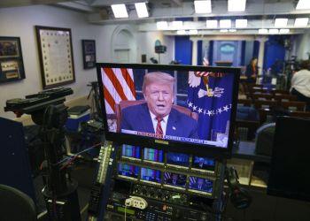 Imagen del presidente estadounidense Donald Trump dando un discurso, en un monitor en la sala de prensa de la Casa Blanca en Washington, el 8 de enero del 2019. Foto: Carolyn Kaster / AP.