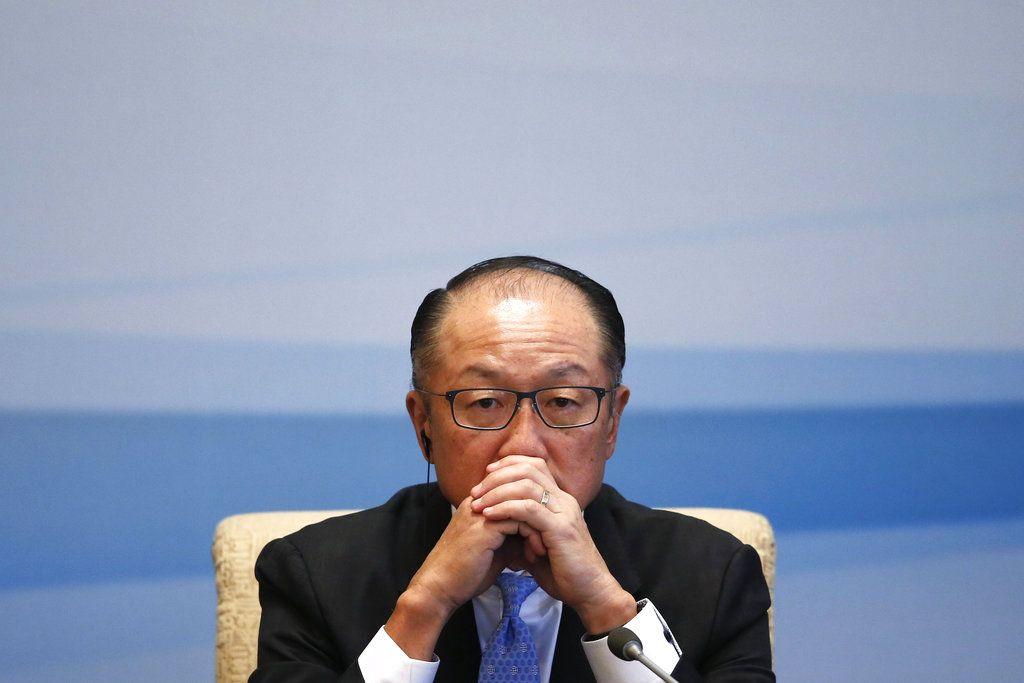 El presidente del Banco Mundial Jim Yong Kim participa en una conferencia de prensa en Beijing, el 12 de septiembre del 2017. (AP Foto/Andy Wong)
